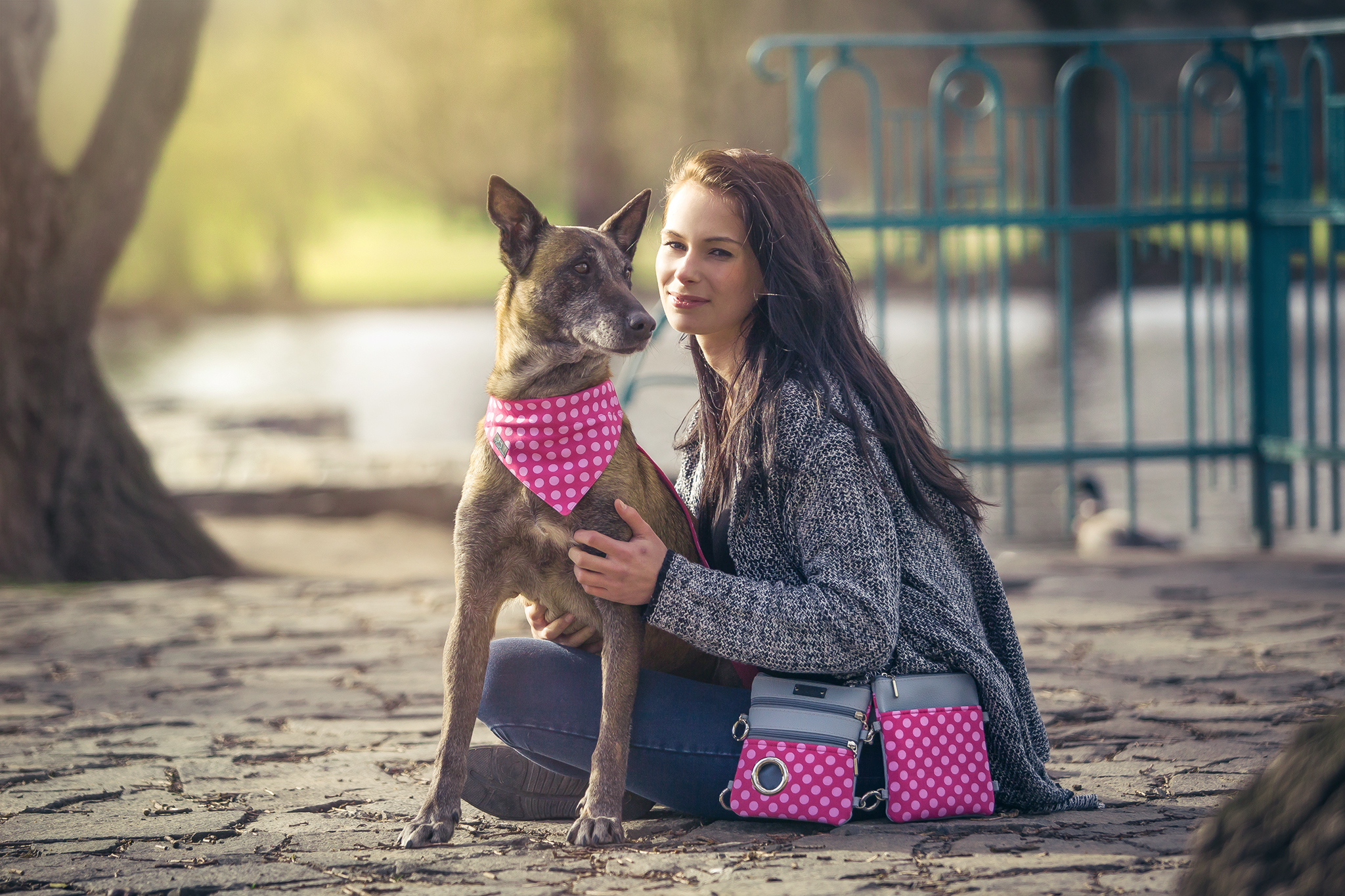 Hillien_kabelka-venceni_psa_vybava_stene_satek_obojek_vycvik_psi_demeven_rozovy_voditko_chovatelske_kynologicke_potreby_pamlskovnik_dog_walk_bag_collar_pink